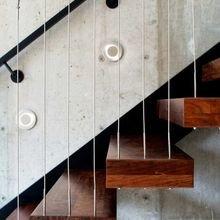 Фотография: Архитектура в стиле , Декор, Мебель и свет, Ремонт на практике, Никита Морозов, освещение для лестницы, какую выбрать лестницу, какие бывают лестницы, прямая лестница, винтовая лестница, лестница на больцах, подвесная лестница, ограждение для лестниц, как украсить лестницу – фото на InMyRoom.ru