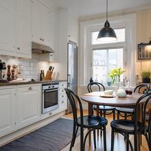 Фотография: Кухня и столовая в стиле Скандинавский, Малогабаритная квартира, Квартира, Швеция, Цвет в интерьере, Дома и квартиры, Белый – фото на InMyRoom.ru