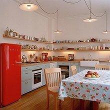 Фотография: Кухня и столовая в стиле Кантри, Интерьер комнат, SMEG, Холодильник – фото на InMyRoom.ru