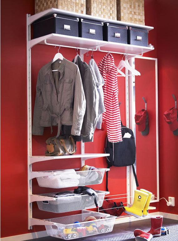 Фотография:  в стиле , Прихожая, Малогабаритная квартира, Советы, «Уютная квартира», вешалки в прихожей, шкаф в коридоре, системы хранения для коридора – фото на InMyRoom.ru