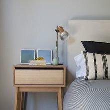 Фотография: Спальня в стиле Лофт, Скандинавский, Декор интерьера, Мебель и свет, Стол – фото на InMyRoom.ru