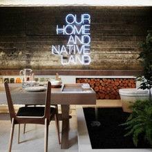 Фотография: Кухня и столовая в стиле Лофт, Декор интерьера, Мебель и свет, Подсветка, Неон – фото на InMyRoom.ru