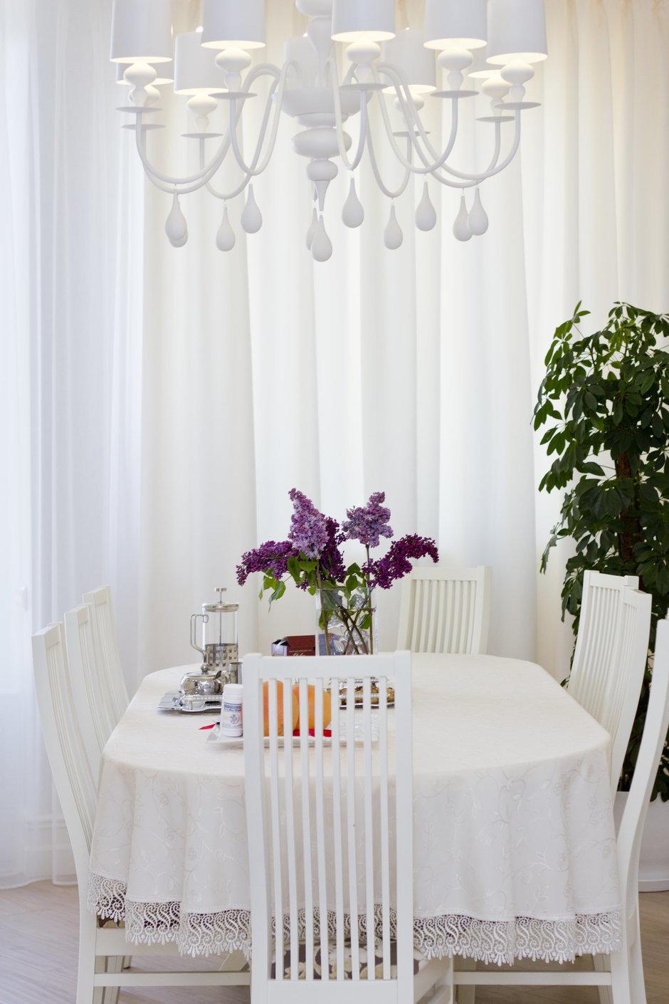 Фотография: Кухня и столовая в стиле Прованс и Кантри, Квартира, Дома и квартиры, Ар-деко – фото на InMyRoom.ru