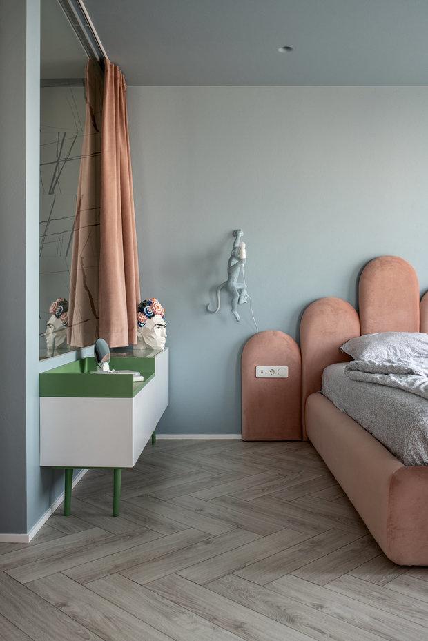 Фотография: Спальня в стиле Современный, Плитка, Пол, Гид, паркет, ламинат на полу, инженерная доска, OBI, ОБИ, пвх-плитка, керамогранит, австралийская доска, травертин, красивый пол – фото на INMYROOM