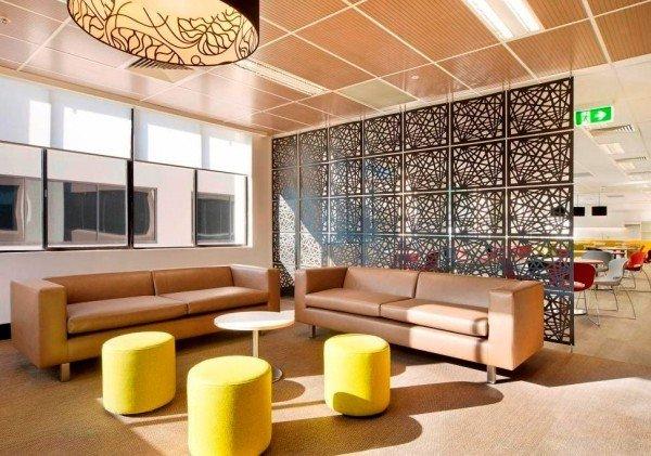 Фотография: Гостиная в стиле Современный, Декор интерьера, Мебель и свет, Перегородки – фото на InMyRoom.ru