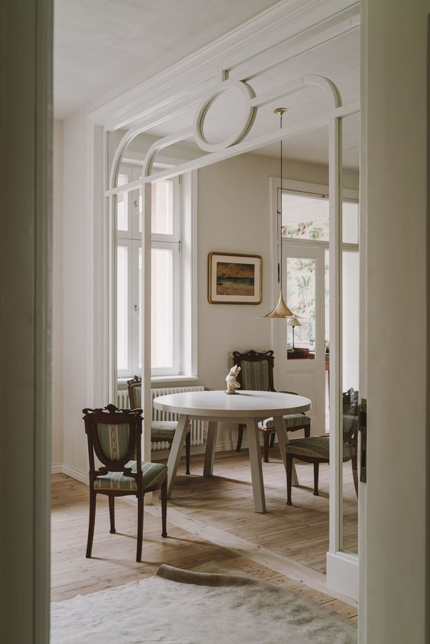 Фотография: Кухня и столовая в стиле Скандинавский, Эклектика, Классический, Декор интерьера, Квартира, Белый, Зеленый, Бежевый, Польша, 3 комнаты – фото на INMYROOM