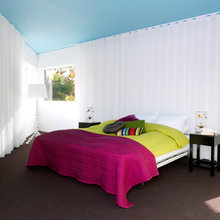 Фотография: Спальня в стиле Минимализм, Скандинавский, Декор интерьера, Швеция, Декор дома, Цвет в интерьере, Белый – фото на InMyRoom.ru