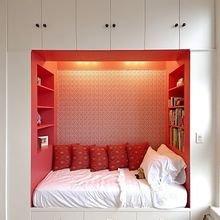 Фотография: Спальня в стиле Современный, Эклектика, Малогабаритная квартира, Квартира, Декор, Советы – фото на InMyRoom.ru