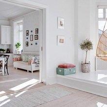 Фотография: Кухня и столовая в стиле Скандинавский, Квартира, Швеция, Цвет в интерьере, Дома и квартиры, Белый, Шебби-шик – фото на InMyRoom.ru