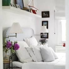Фотография: Спальня в стиле Кантри, Дом, Терраса, Цвет в интерьере, Дома и квартиры, Белый, Мягкая мебель, Дом на природе – фото на InMyRoom.ru
