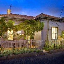Фотография: Архитектура в стиле , Дом, Австралия, Цвет в интерьере, Дома и квартиры, Бассейн, Фасад – фото на InMyRoom.ru