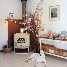 Фотография:  в стиле Скандинавский, Декор интерьера, Дом, Декор дома, Камин – фото на InMyRoom.ru