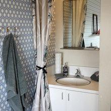 Фотография: Ванная в стиле Современный, Гостиная, Спальня, Декор, Мебель и свет, Белый, Отель, Переделка, Черный, Голубой – фото на InMyRoom.ru