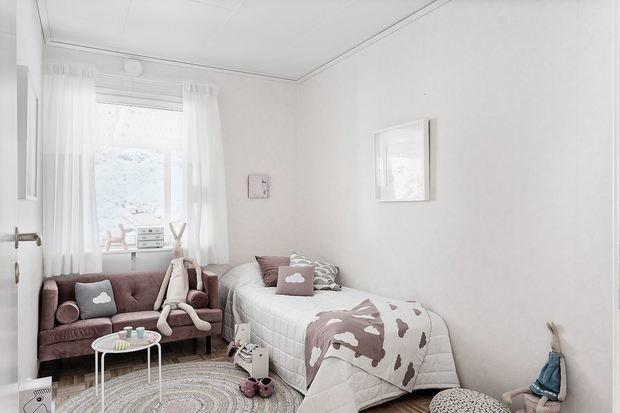 Фотография: Детская в стиле Минимализм, Кухня и столовая, Гостиная, Декор интерьера, Дом, Швеция, Стокгольм, как создать уютную атмосферу, 4 и больше, Более 90 метров, гостеприимный интерьер – фото на INMYROOM