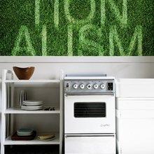 Фотография: Кухня и столовая в стиле Скандинавский, Декор интерьера, Декор дома, Обои, Стены – фото на InMyRoom.ru