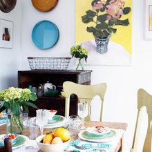 Фотография: Кухня и столовая в стиле Кантри, Декор интерьера, Декор дома, Цвет в интерьере, Белый, Камин, Бирюзовый – фото на InMyRoom.ru