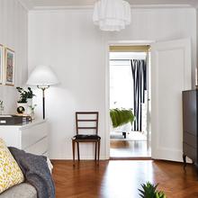 Фотография: Гостиная в стиле Скандинавский, Малогабаритная квартира, Квартира, Цвет в интерьере, Дома и квартиры, Белый, Шторы – фото на InMyRoom.ru