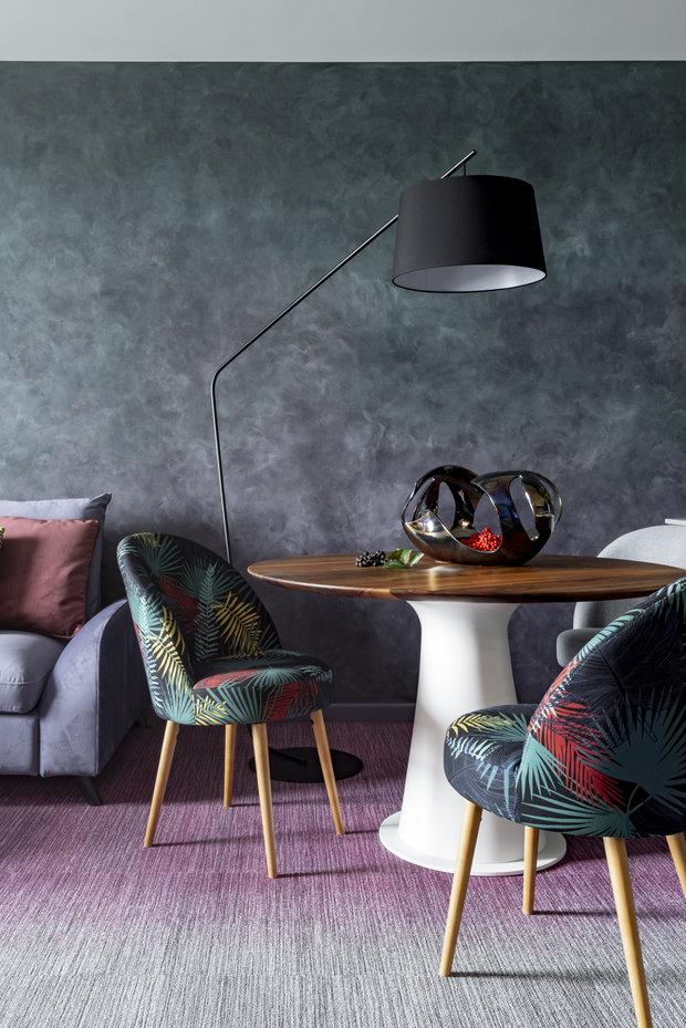 Особого упоминания заслуживает ковровое покрытие фирмы Milliken Floors в гостиной и спальне. Покрытие состоит из плиток трех оттенков, за счет чего получился невероятный по красоте переход от розового к серому.