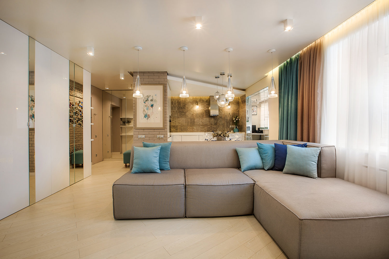 Современная гостиная в сине-бежевом