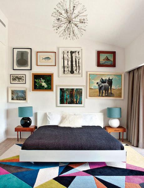 Фотография: Спальня в стиле Скандинавский, Декор интерьера, Мебель и свет, Цвет в интерьере, Ковер – фото на InMyRoom.ru
