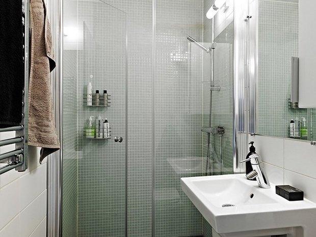 Фотография: Ванная в стиле , Малогабаритная квартира, Интерьер комнат, Советы – фото на InMyRoom.ru