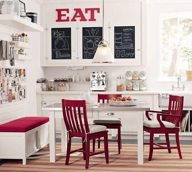 Фотография: Кухня и столовая в стиле Лофт, Декор интерьера, Дом, Мебель и свет, Полки, Лепнина – фото на InMyRoom.ru