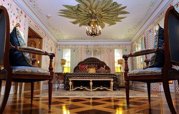 Фотография: Спальня в стиле Классический, Дома и квартиры, Интерьеры звезд – фото на InMyRoom.ru