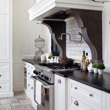 Фотография: Кухня и столовая в стиле Классический, Дом, Интерьер комнат – фото на InMyRoom.ru