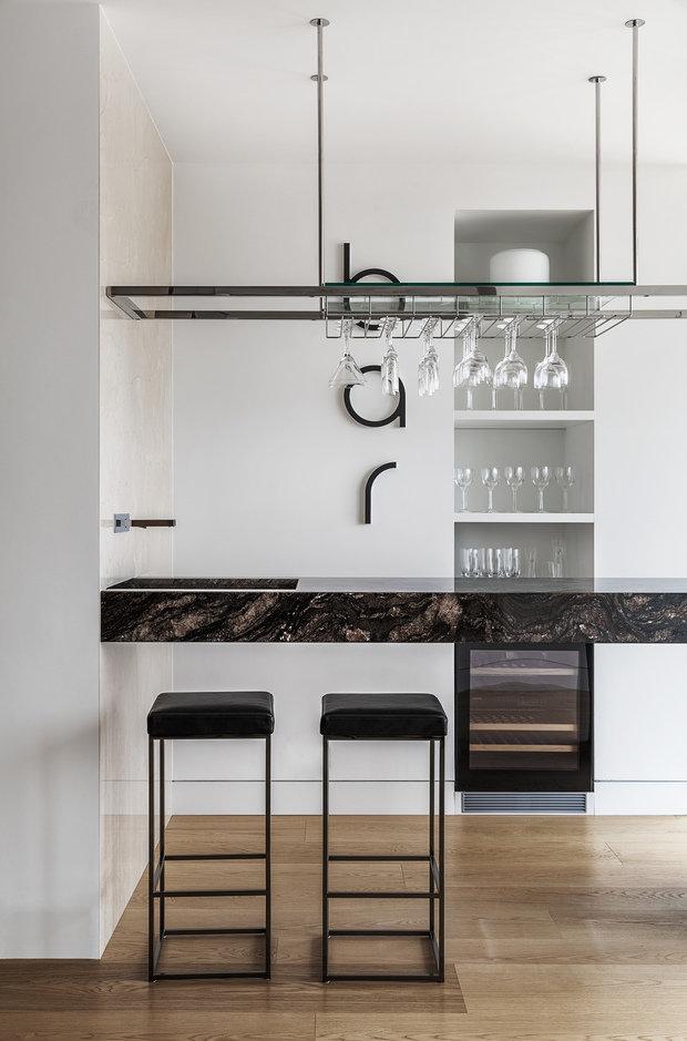Фотография: Кухня и столовая в стиле Хай-тек, Проект недели, Москва, Более 90 метров, #эксклюзивныепроекты, ЖК «Легенда Цветного», Ab-architects – фото на INMYROOM
