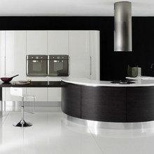 Фотография: Кухня и столовая в стиле Хай-тек, Классический, Интерьер комнат, Мебель и свет – фото на InMyRoom.ru