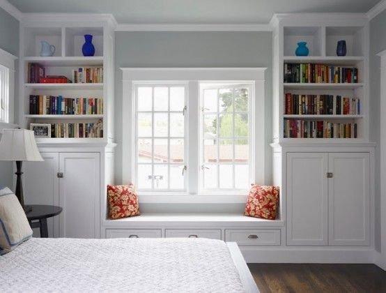 Фотография:  в стиле , Малогабаритная квартира, Советы, Мебель-трансформер, минимализм в интерьере, подоконник-столешница, шкафы у окна – фото на InMyRoom.ru
