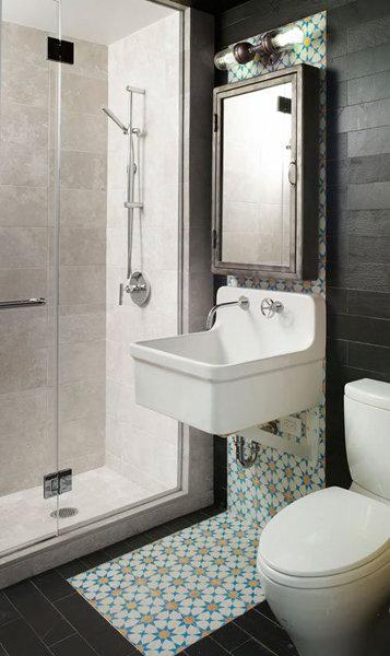 Фотография:  в стиле , Ванная, Советы, Плитка, отделка стен в ванной, «Уютная квартира», отделка санузла, что нужно знать о ремонте в ванной, сочетания плитки, интерьер ванной, дизайн ванной комнаты, плитка под дерево, Наталья Преображенская – фото на InMyRoom.ru
