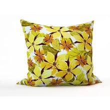 Дизайнерская подушка: Россыпь цветочков