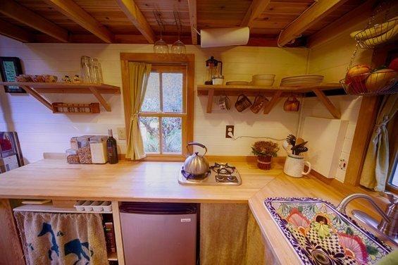Фотография: Кухня и столовая в стиле Прованс и Кантри, Малогабаритная квартира, Дом, США, Дома и квартиры, Чердак, Дом на колесах – фото на InMyRoom.ru