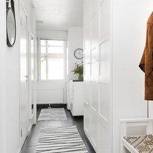 Фотография: Прихожая в стиле Скандинавский, Малогабаритная квартира, Квартира, Мебель и свет, Белый, Черный – фото на InMyRoom.ru