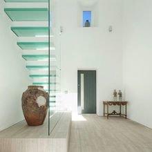 Фотография:  в стиле Эклектика, Современный, Декор интерьера, Декор дома, Лестница – фото на InMyRoom.ru