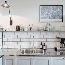 Фотография: Кухня и столовая в стиле Скандинавский, Лофт, Советы, Белый, Минимализм, Серый – фото на InMyRoom.ru