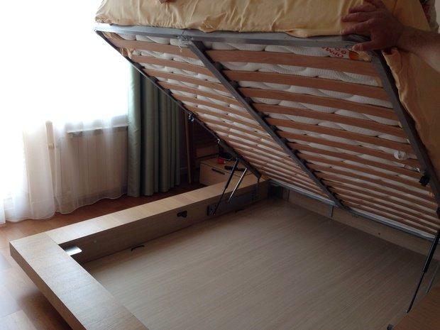 Подъемный механизм для кровати