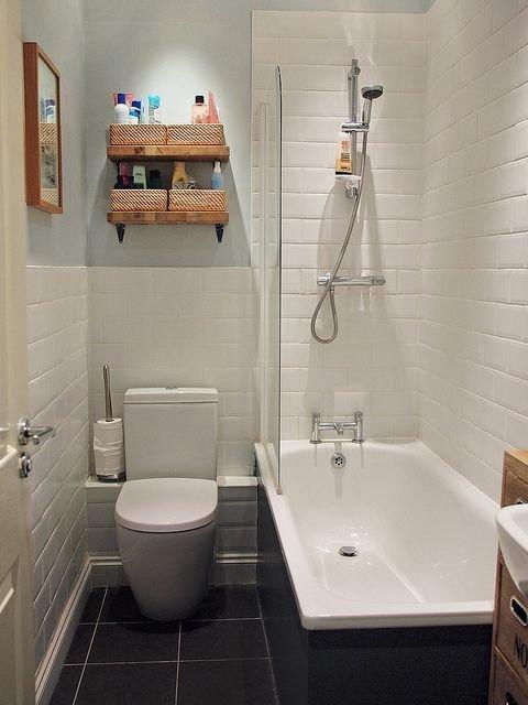 Фотография:  в стиле , Ванная, Советы, керамическая плитка, Beindesign, сантехника для ванной комнаты, как обустроить санузел, интерьер санузла, санузел с душевой кабиной, санузел в стиле минимализм, интерьер ванной, дизайн ванной комнаты, хранение в ванной комнате, как бюджетно обновить ванную, освещение ванной, обустройство маленького санузла, планировка ванной – фото на InMyRoom.ru