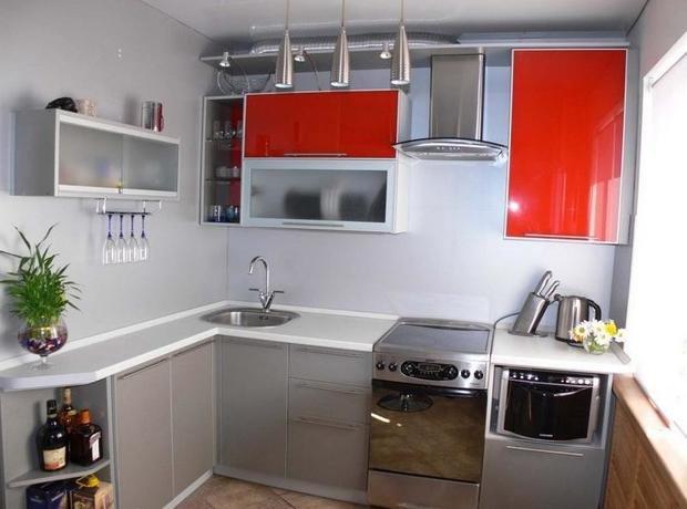 Фотография: Кухня и столовая в стиле Хай-тек, Интерьер комнат, kuhnya-8-kv-metrov – фото на InMyRoom.ru