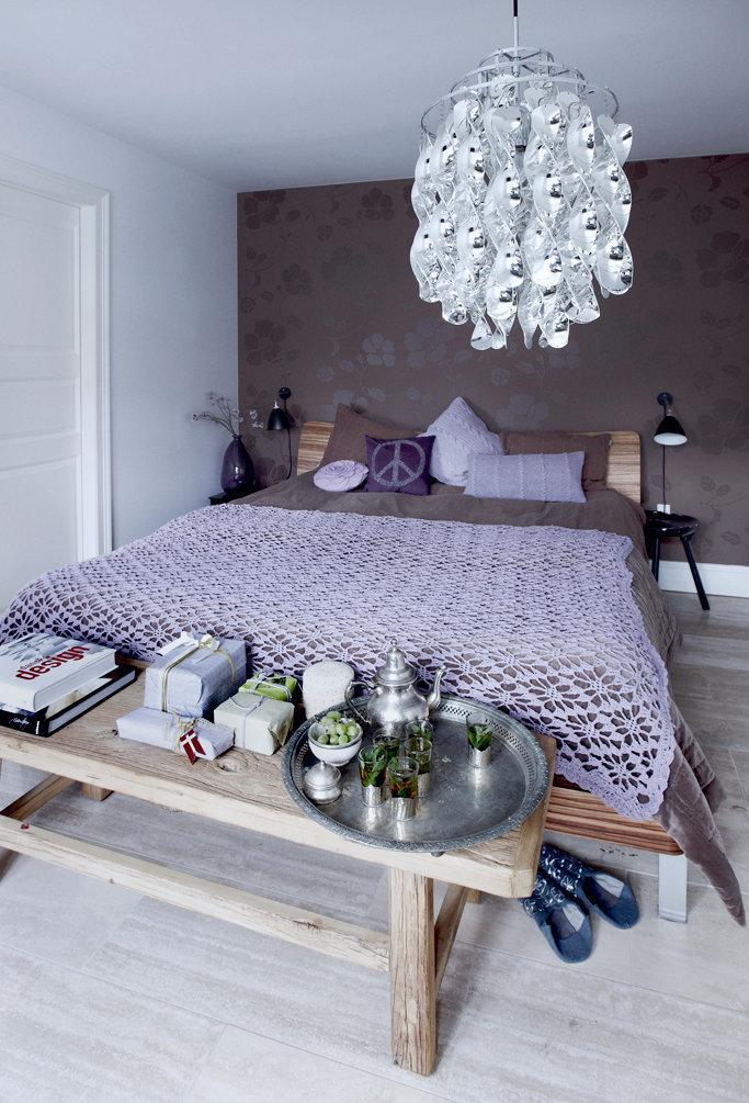 Фотография: Спальня в стиле Эклектика, Декор интерьера, Малогабаритная квартира, Квартира, Праздник, Цвет в интерьере, Дома и квартиры, Белый – фото на InMyRoom.ru