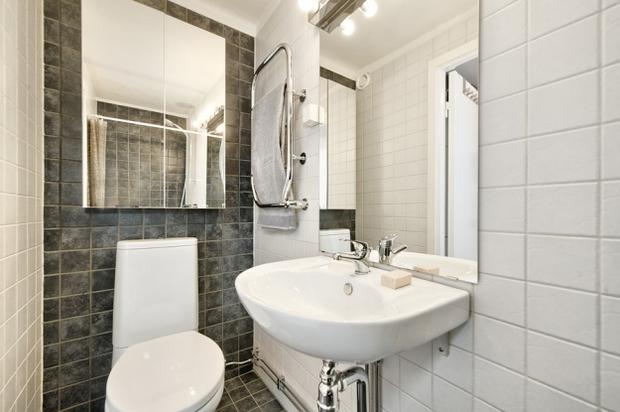 Фотография: Ванная в стиле Скандинавский, Малогабаритная квартира, Квартира, Цвет в интерьере, Дома и квартиры, Белый – фото на InMyRoom.ru