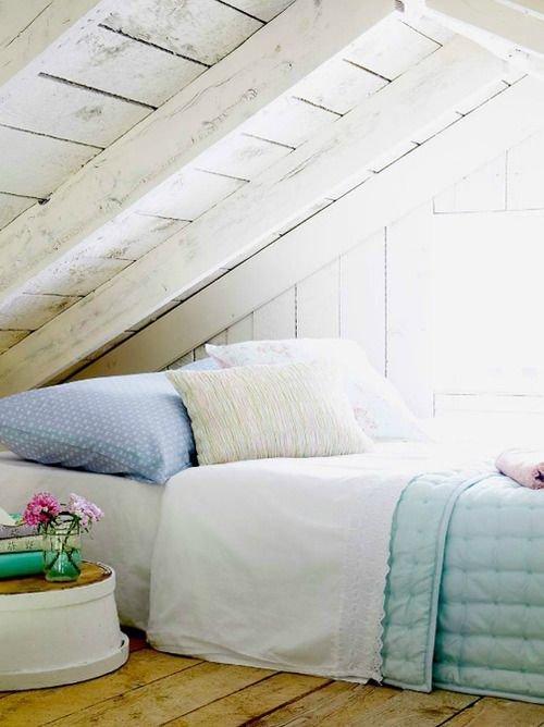 Фотография: Спальня в стиле Прованс и Кантри, Дом, Чердак, Мансарда – фото на InMyRoom.ru