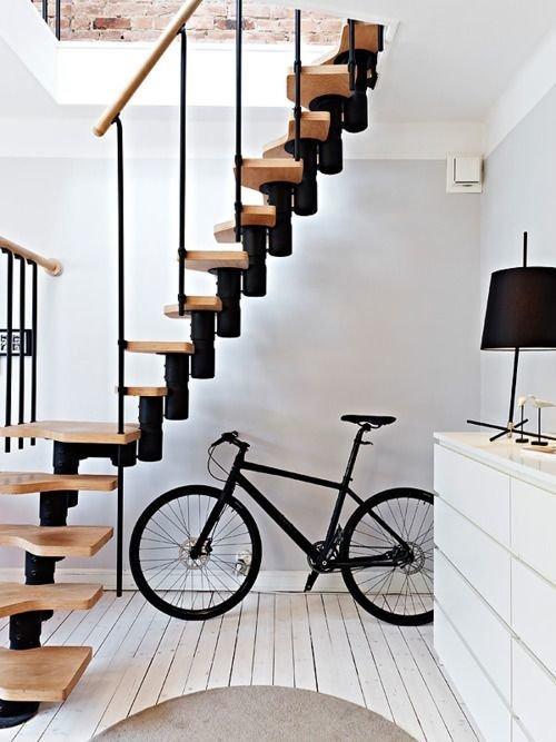 Фотография: Прихожая в стиле Скандинавский, Архитектура, Декор, Мебель и свет, Ремонт на практике, Никита Морозов, освещение для лестницы, какую выбрать лестницу, какие бывают лестницы, прямая лестница, винтовая лестница, лестница на больцах, подвесная лестница, ограждение для лестниц, как украсить лестницу – фото на InMyRoom.ru