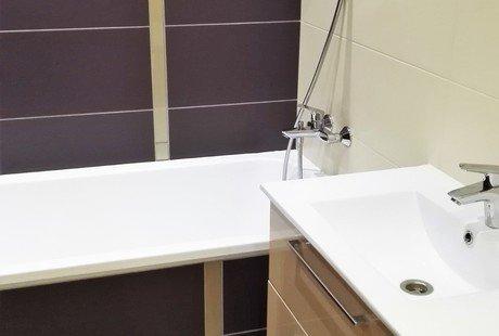 Посоветуйте какие цвета будут хорошо сочетаться с плиткой в ванной комнате