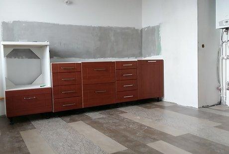 Помогите обыграть кухню в интерьере