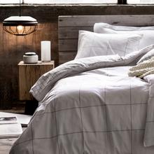Фотография: Спальня в стиле Кантри, Скандинавский, Декор интерьера, Текстиль – фото на InMyRoom.ru