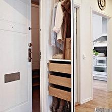 Фотография: Прихожая в стиле Скандинавский, Малогабаритная квартира, Квартира, Швеция, Цвет в интерьере, Дома и квартиры, Белый, IKEA, Бежевый – фото на InMyRoom.ru