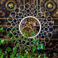 Настенное зеркало Георгина в металлической раме