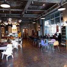 Фотография:  в стиле Современный, Eames, Tom Dixon, Дома и квартиры, Городские места, Еда, Лондон, Нью-Йорк, Ресторан, Стокгольм, Кафе и рестораны – фото на InMyRoom.ru